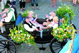 Familien Kirner und Steegmüller beim Wies'n-Einzug